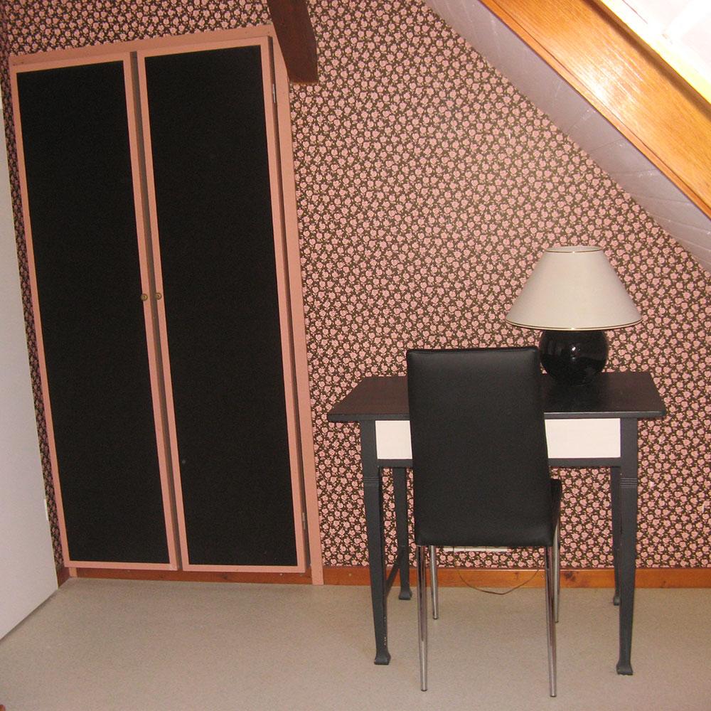 Le bureau de la chambre rose.